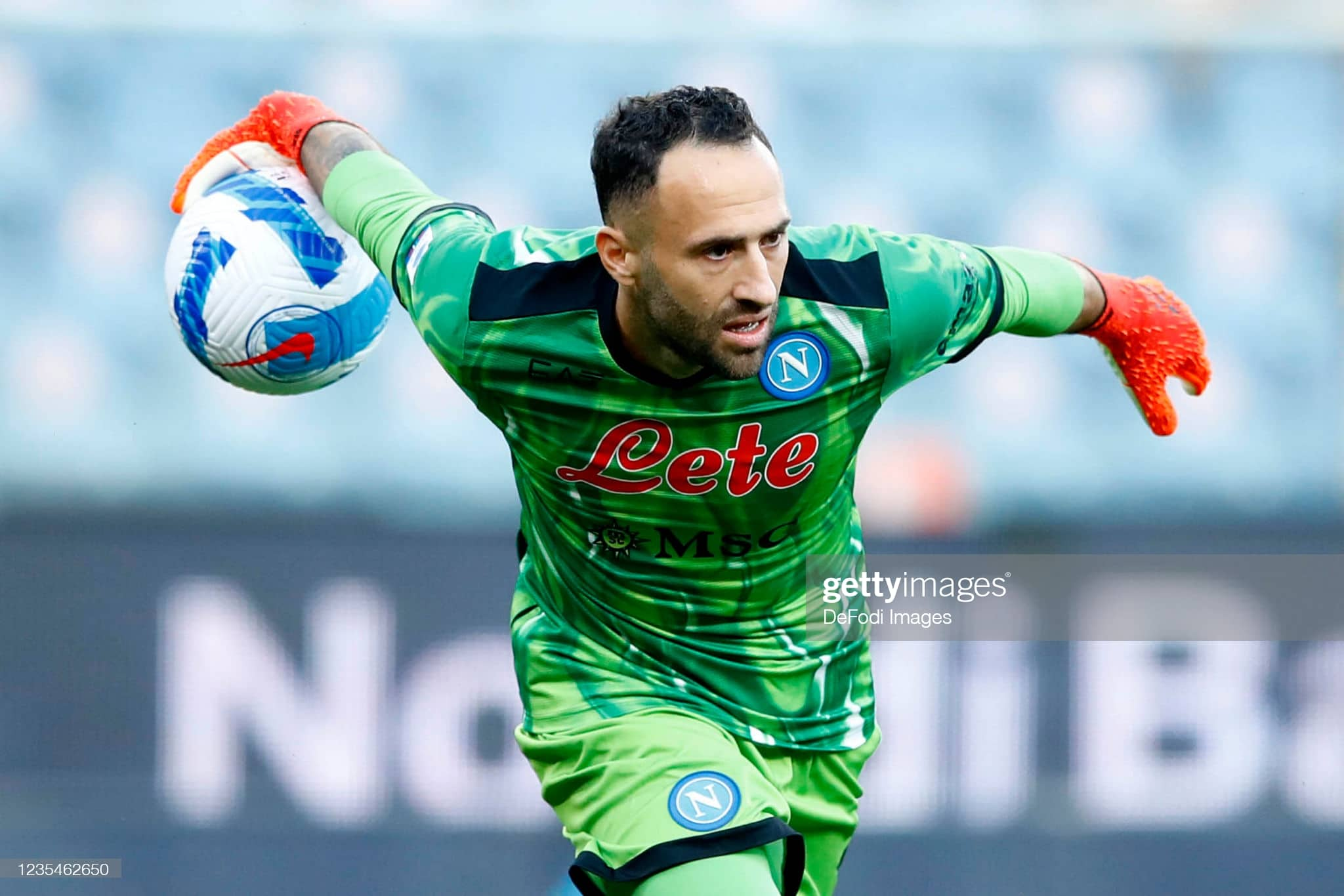 GENOA, ITALY - SEPTEMBER 23: (BILD OUT) David Ospina of SSC Napoli controls the ball during the Serie A match between UC Sampdoria and SSC Napoli at Stadio Luigi Ferraris on September 23, 2021 in Genoa, Italy. (Photo by Matteo Ciambelli/DeFodi Images via Getty Images)