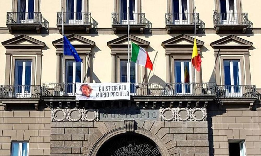 palazzo-s-giacomo-bandiere