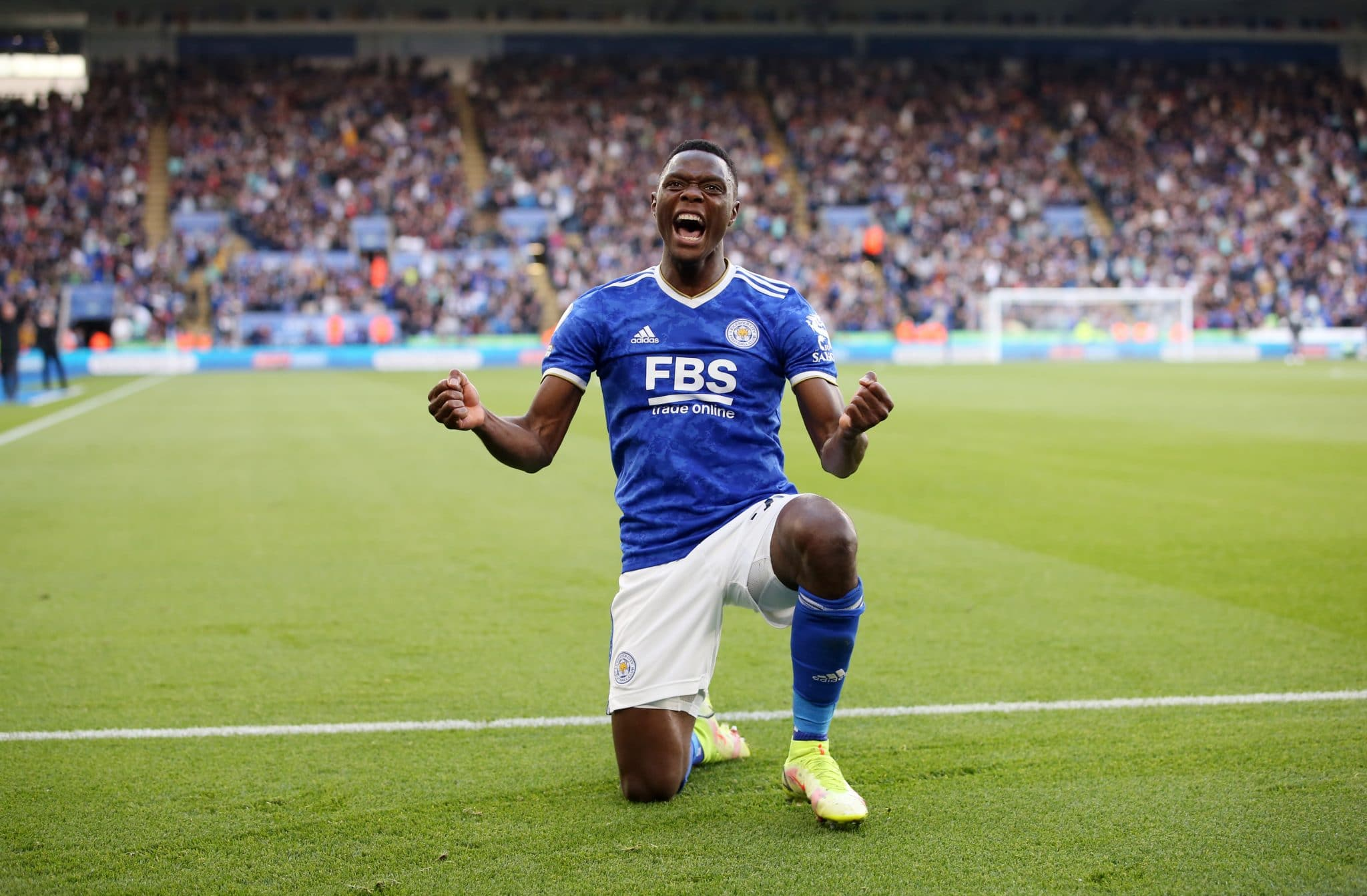 LEICESTER, ENGLAND - OCTOBER 16: Patson Daka of Leicester City celebrates after scoring to make it 4-2 during the Premier League match between Leicester City and Manchester United at King Power Stadium on October 16, 2021 in Leicester, England. (Photo by Plumb Images/Leicester City FC via Getty Images)