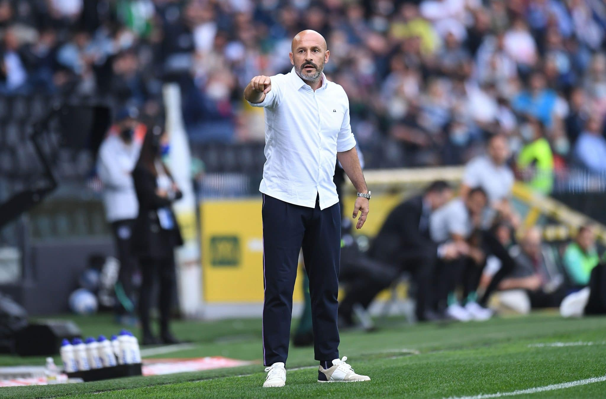 UDINE, ITALY - SEPTEMBER 26: Vincenzo Italiano head coach of ACF Fiorentina  gestures during the Serie A match between Udinese Calcio and ACF Fiorentina at Dacia Arena on September 26, 2021 in Udine, Italy. (Photo by Alessandro Sabattini/Getty Images)