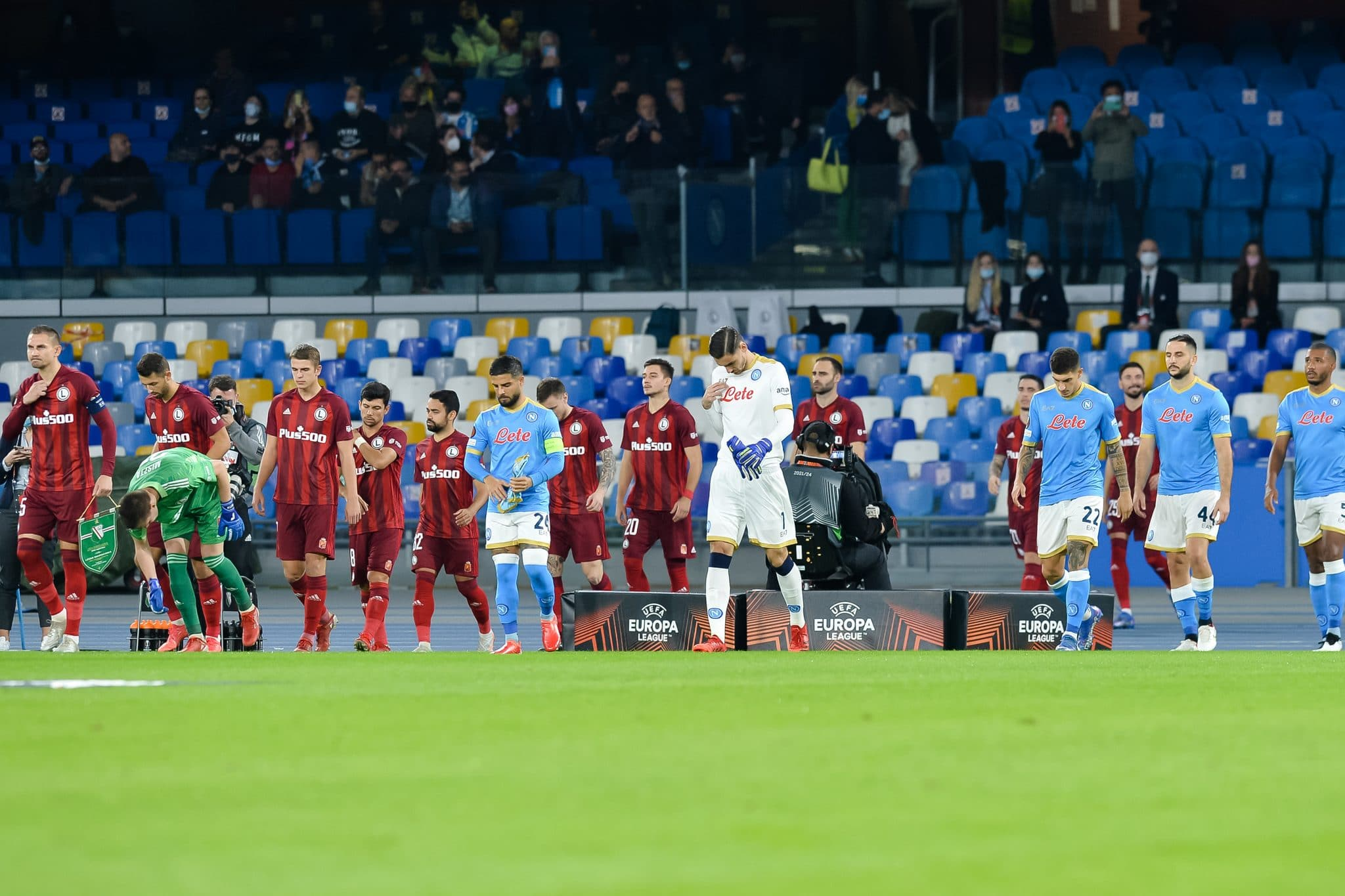NAPLES, ITALY - OCTOBER 21: Players of Legia Warszawa and SSC Napoli walk towards the pitch during the Group C - UEFA Europa League match between SSC Napoli and Legia Warszawa at Stadio Diego Armando Maradona on October 21, 2021 in Naples, Italy (Photo by Ciro Santangelo/BSR Agency/Getty Images)