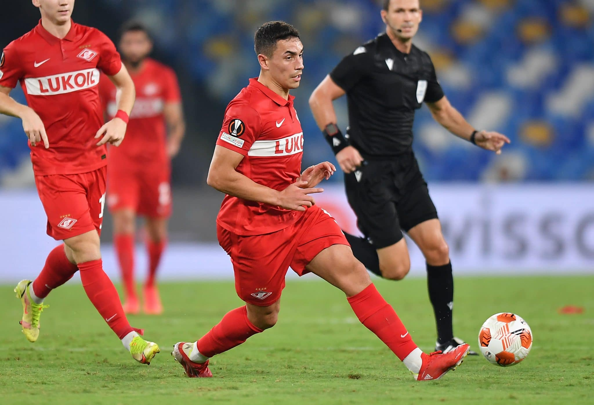 NAPLES, ITALY - SEPTEMBER 30: Ezequiel Ponce of Spartak Moskva kicks the ball during the UEFA Europa League group C match between SSC Napoli and Spartak Moskva at Stadio Diego Armando Maradona on September 30, 2021 in Naples, Italy. (Photo by Francesco Pecoraro/Getty Images)