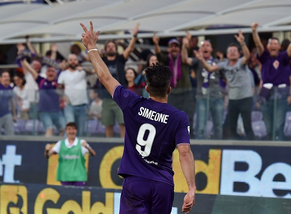 FLORENCE, ITALY - APRIL 29:  Giovanni Simeone of ACF Fiorentina celebrates after scoring goal 3-0 during the Serie A match between ACF Fiorentina and SSC Napoli at Stadio Artemio Franchi on April 29, 2018 in Florence, Italy.  (Photo by Giuseppe Bellini/Getty Images)