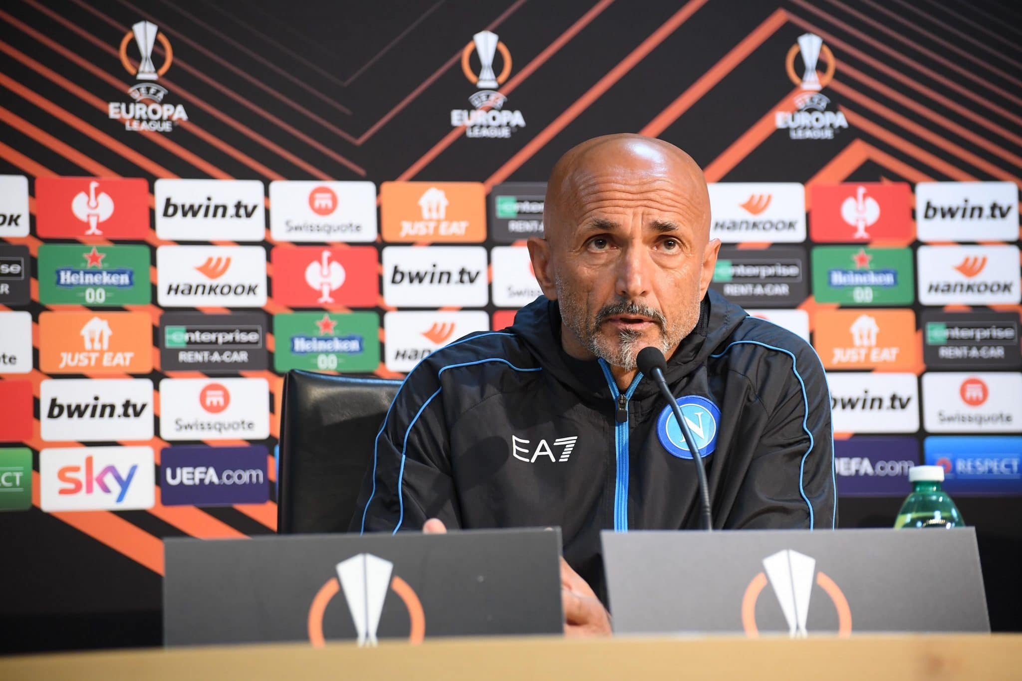 NAPLES, ITALY - OCTOBER 20: Luciano Spalletti speaks at a SSC Napoli press conference, on the eve of their UEFA Europa League Group C match against Legia Warszawa, on October 20, 2021 in Naples, Italy. (Photo by SSC NAPOLI/SSC NAPOLI via Getty Images)