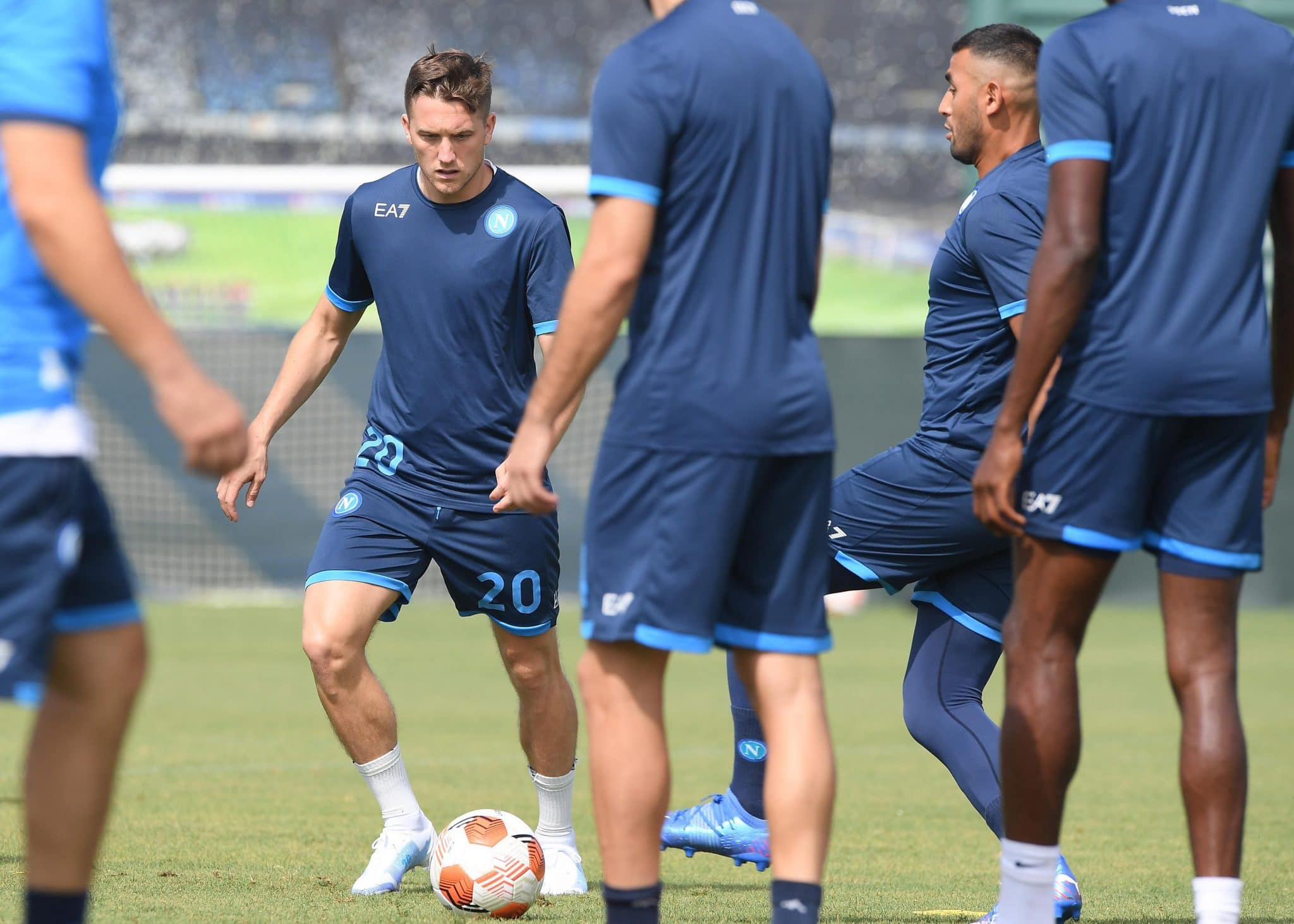 LEICESTER, ENGLAND - SEPTEMBER 15: Piotr Zielinski of Napoli during a training session, on the eve of their Europa League group stage match against Leicester City, at The King Power Stadium on September 15, 2021 in Leicester, England. (Photo by SSC NAPOLI/SSC NAPOLI via Getty Images)