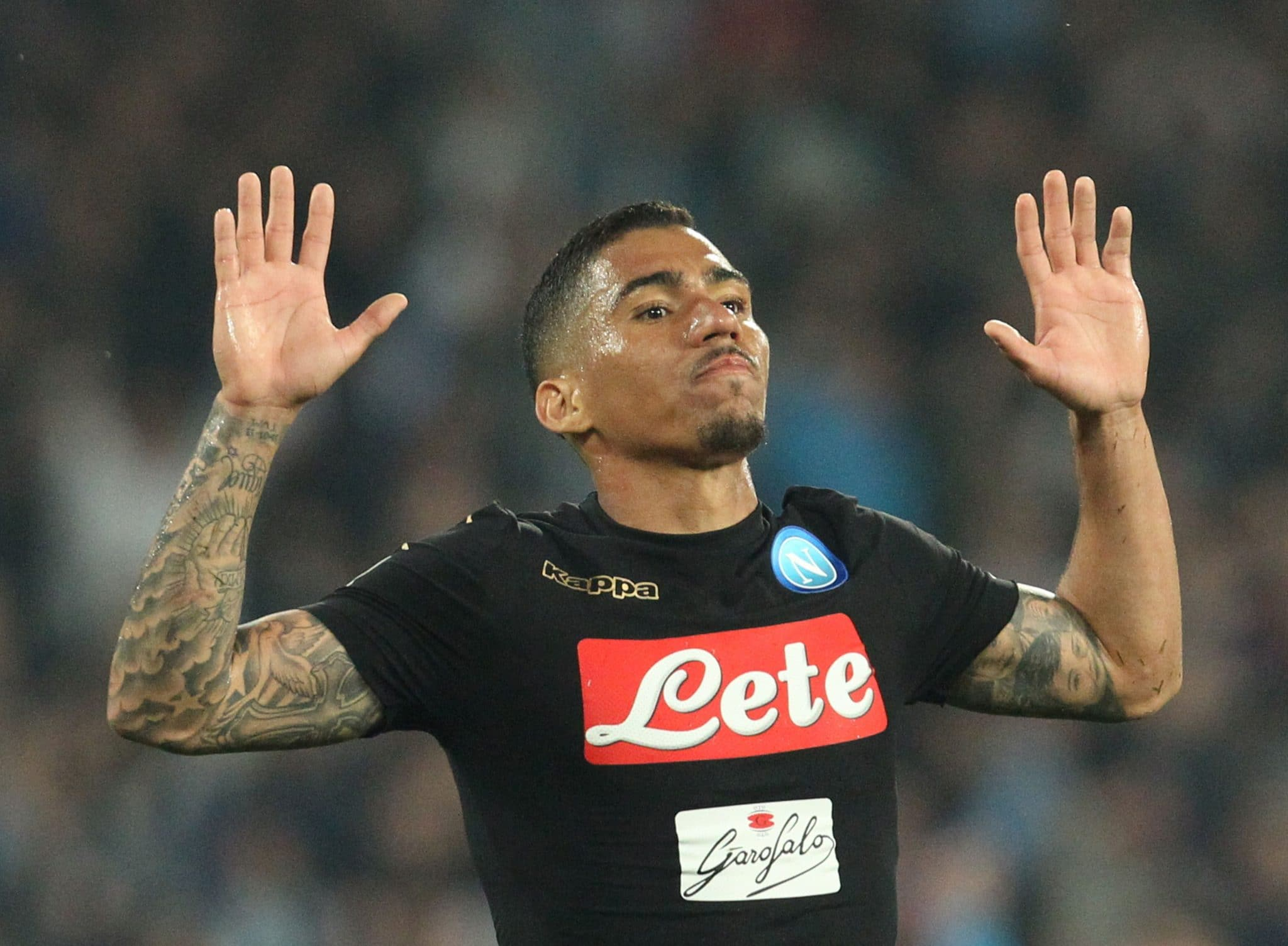 Napoli's Brazilian midfielder Allan celebrates after scoring after scoring during the Italian Serie A football match SSC Napoli vs Udinese Calcio on April 15, 2017 at the San Paolo Stadium in Naples. / AFP PHOTO / CARLO HERMANN        (Photo credit should read CARLO HERMANN/AFP via Getty Images)