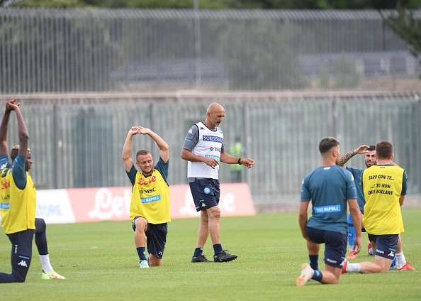 CASTEL DI SANGRO, ITALY - AUGUST 05: Luciano Spalletti of Napoli during an SSC Napoli training session on August 05, 2021 in Castel di Sangro, Italy. (Photo by SSC NAPOLI/SSC NAPOLI via Getty Images)