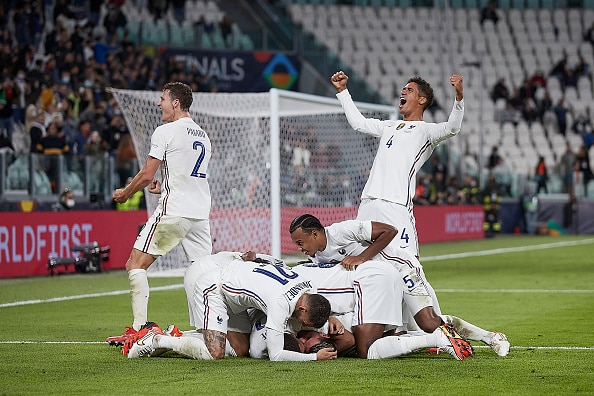 TURIN, ITALY - OCTOBER 07: Players of France celebrate after Theo Hernandez of France scores his team's third goal during the UEFA Nations League 2021 Semi-final match between Belgium and France at Juventus Stadium on October 07, 2021 in Turin, Italy. (Photo by Emmanuele Ciancaglini/CPS Images/Getty Images)