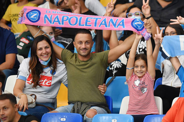 NAPLES, ITALY - SEPTEMBER 30: SSC Napoli supporters show their scarf before the UEFA Europa League group C match between SSC Napoli and Spartak Moskva at Stadio Diego Armando Maradona on September 30, 2021 in Naples, Italy. (Photo by Francesco Pecoraro/Getty Images)