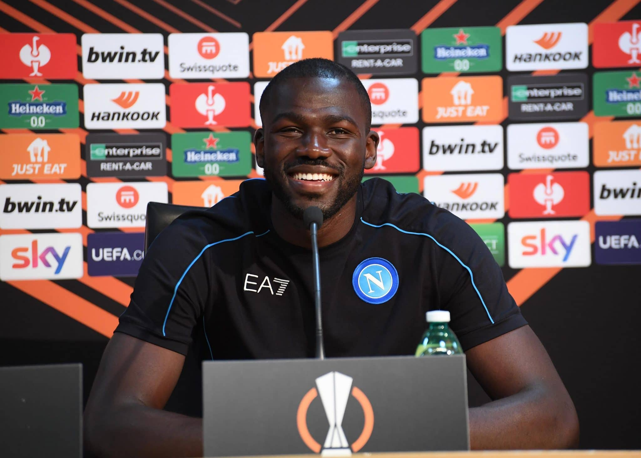 NAPLES, ITALY - OCTOBER 20: Kalidou Koulibaly speaks at a SSC Napoli press conference, on the eve of their UEFA Europa League Group C match against Legia Warszawa, on October 20, 2021 in Naples, Italy. (Photo by SSC NAPOLI/SSC NAPOLI via Getty Images)