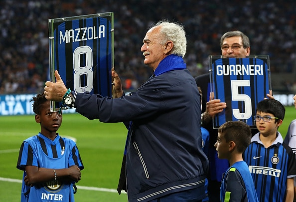 MILAN, ITALY - APRIL 28:  Alessandro Sandro Mazzola awarded by Inter Forever before the serie A match between FC Internazionale and Juventus at Stadio Giuseppe Meazza on April 28, 2018 in Milan, Italy.  (Photo by Marco Luzzani - Inter/FC Internazionale via Getty Images)
