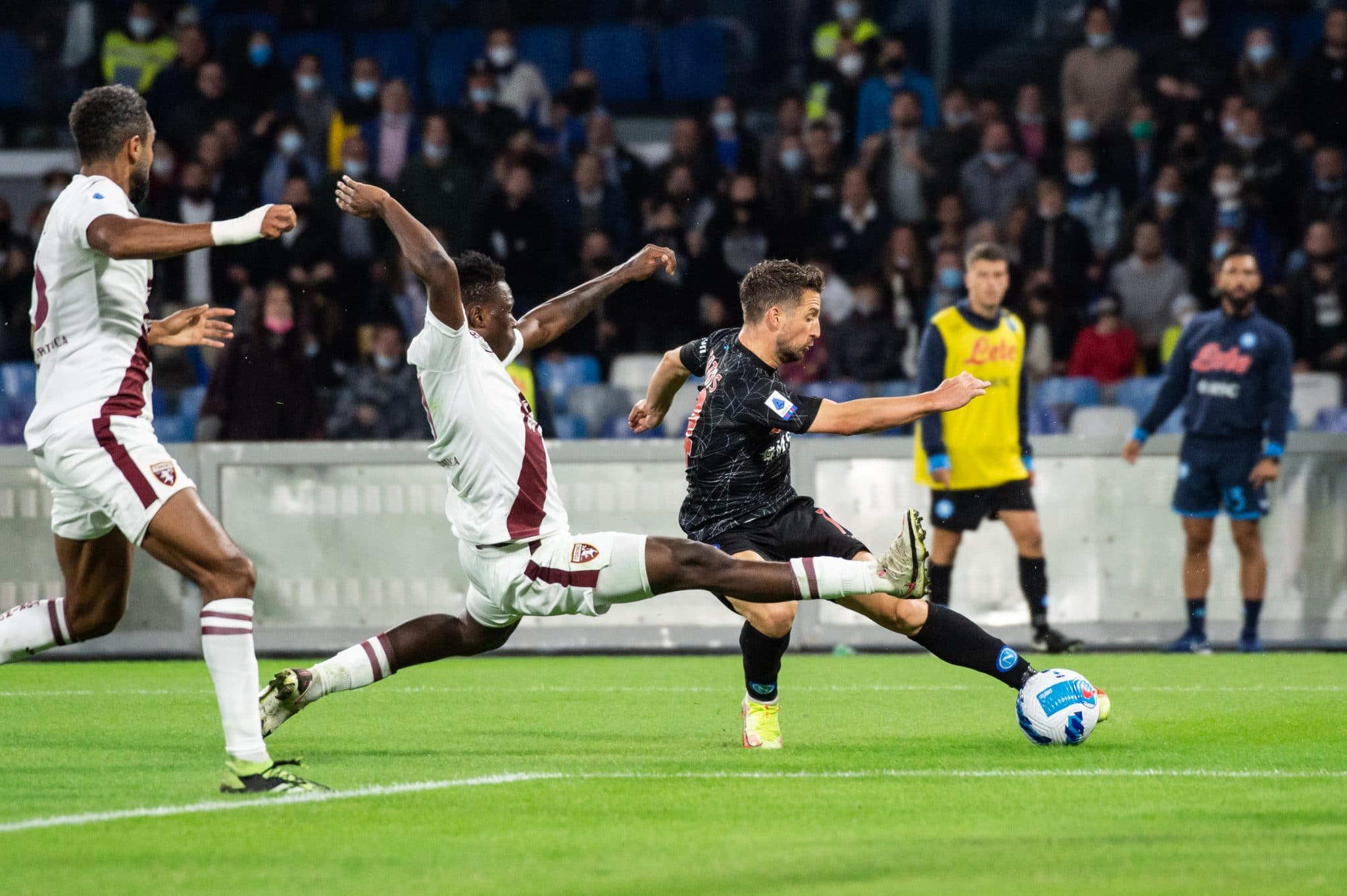 NAPLES, ITALY - OCTOBER 17: Dries Mertens of SSC Napoli and Wilfried Singo of Torino FC compete for the ball during the Serie A match between SSC Napoli and Torino FC at Stadio Diego Armando Maradona on October 17, 2021 in Naples, Italy. (Photo by Ivan Romano/Getty Images)