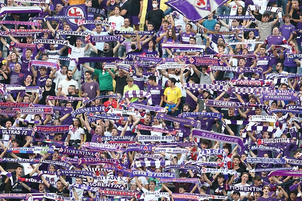 ARTEMIO FRANCHI STADIUM, FIRENZE, TOSCANA, ITALY - 2021/10/03: Fiorentina's supporters cheers during the Serie A football match between Fiorentina and SSC Napoli. Napoli won 2-1. (Photo by Antonio Balasco/KONTROLAB/LightRocket via Getty Images)
