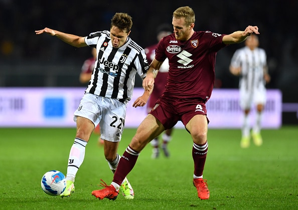 TURIN, ITALY - OCTOBER 02: Federico Chiesa of Juventus battles for possession with Lyanco of Torino FC during the Serie A match between Torino FC v Juventus at Stadio Olimpico di Torino on October 02, 2021 in Turin, Italy. (Photo by Valerio Pennicino/Getty Images)